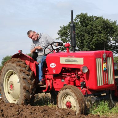 Mid Ulster Vintage rally guy on red tractor